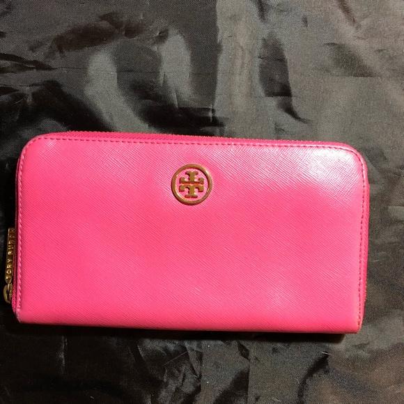 Tory Burch Handbags - Tory Burch pink leather wallet